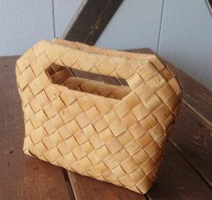 北海道むかわ町穂別のハンドメイド すりりんぐ工房カフェ 白樺樹皮のクラッチバッグ